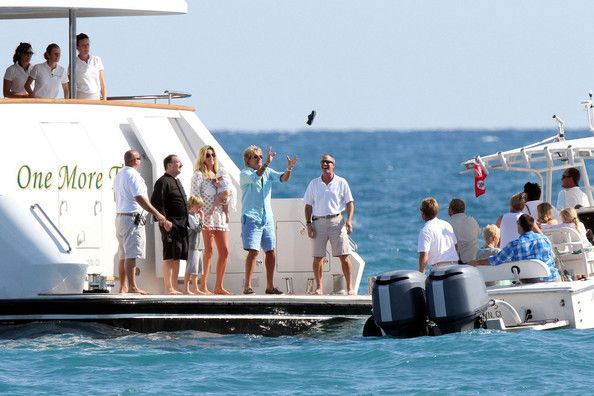 Rod Stewart Yacht | Rod Stewart and Penny Lancaster on a Yacht (Rod Stewart)