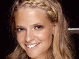 Sexy Summer Hairstyles - Look no further for the season's foxiest lock looks. These four easy-to-pull-off dos defy humidity and demand attention.French Braids, Braids Hairstyles, Boho Chic, Hair Colors, Braids Bangs, Hairstyles Tutorials, Hair Style, Summer Hairstyles, Side Braids