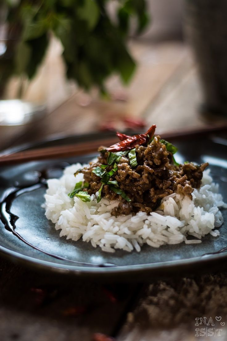 Ina Is(s)t: Asiatische Hackfleischpfanne mit Thai-Basilikum und Chili