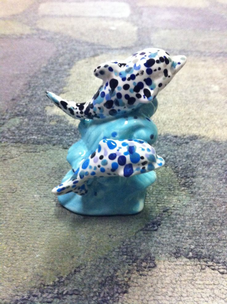 What a cute way to paint a dolphin ( or two).