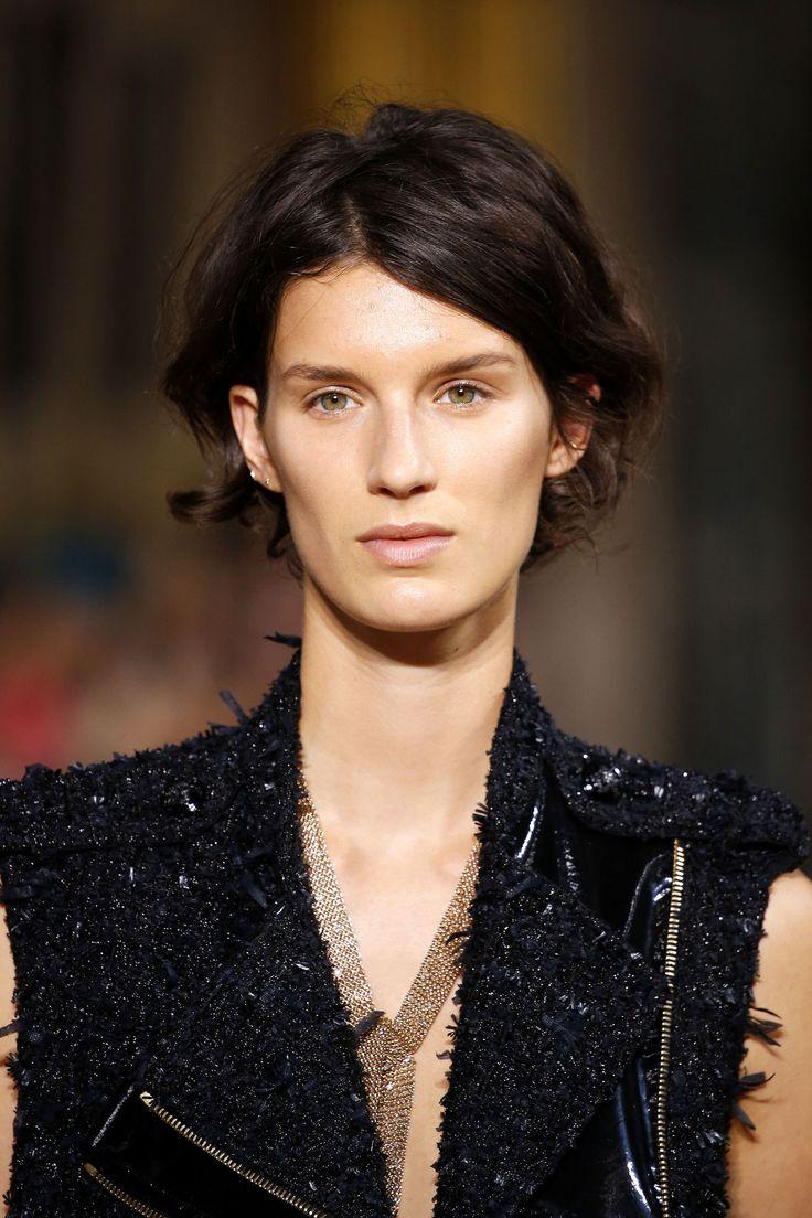 Capelli mossi corti: tagli e acconciature di moda per l'inverno 2017 per viso tondo, ovale o lungo