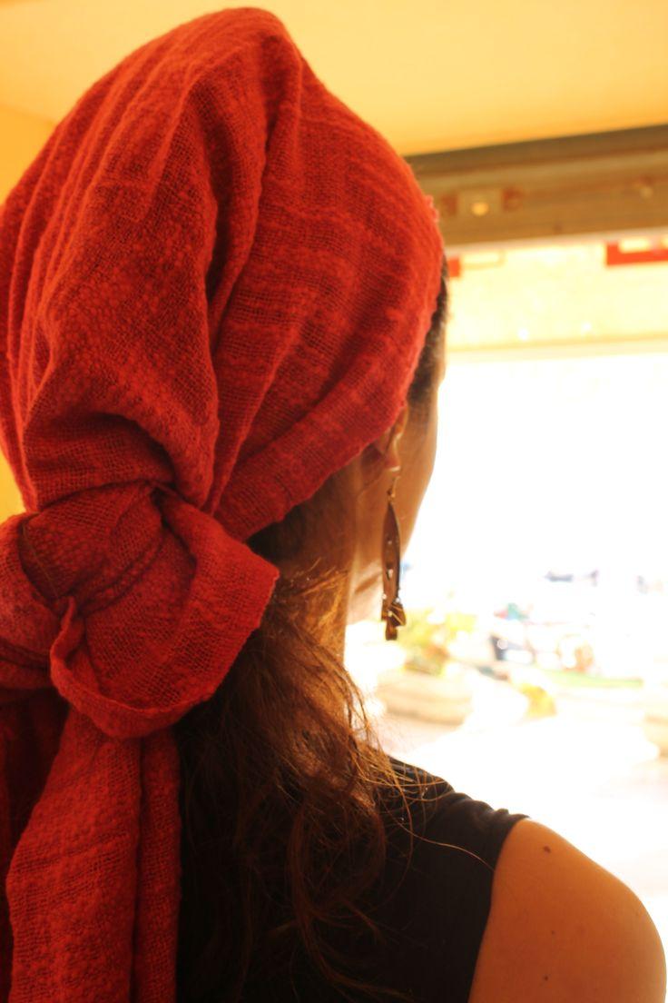 Sciarpa legata in testa e orecchino tibetano. Foto by Arianna Negri. #elba #india #Tibet #accessori #abbigliamento