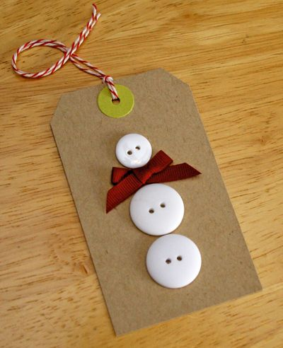 snowman button gift tag...this would also be cute with the kids' finger prints in white paint instead of white buttons.