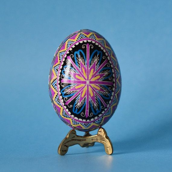 Gifr to mom from daughter on Mother's Day by UkrainianEasterEggs