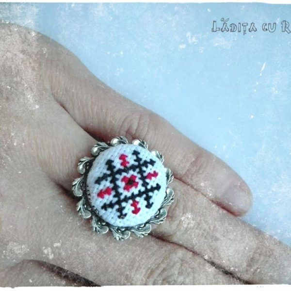 Bijuterii cu motiv traditional made with love by Ladita Cu Rost