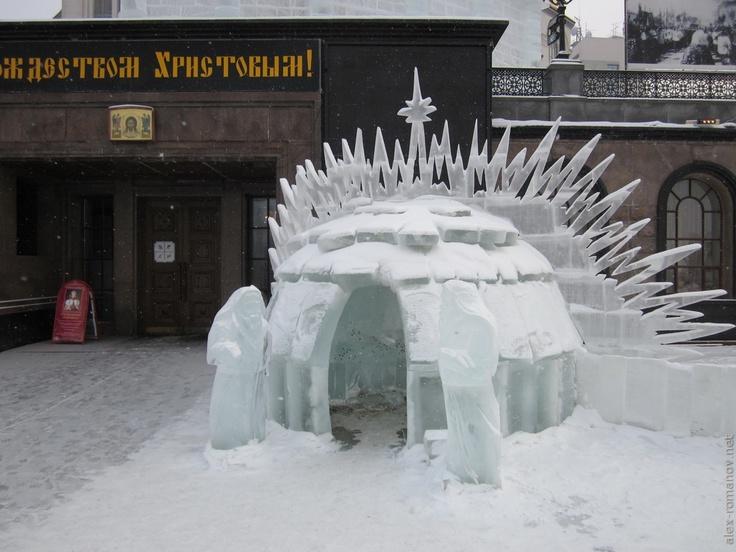 Ледяные скульптуры у Храма-на-Крови