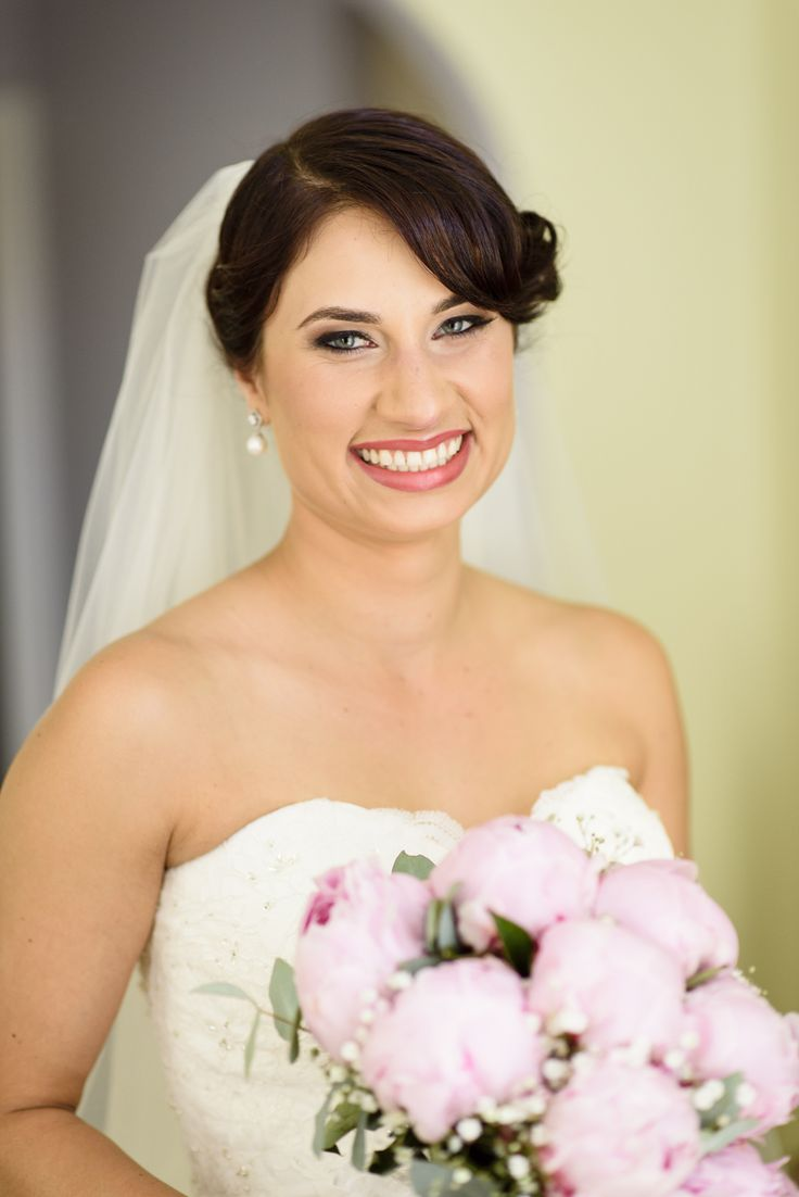 Love a gorgeous smile to go with a bridal bouquet