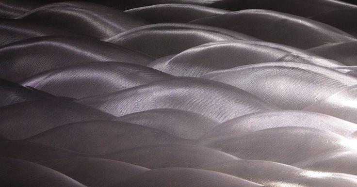 Cómo pulir un revestimiento de aluminio cepillado anodizado . La versatilidad, atractivo y brillo plateado del aluminio, lo hacen un metal popular para una variedad de artículos, incluyendo marcos de las ventanas, piezas de automóviles, piezas de repuesto y equipo de cocina. El aluminio cepillado tiene una superficie rayada a propósito para imbuir con un granulado en lugar de textura como cromado. La ...