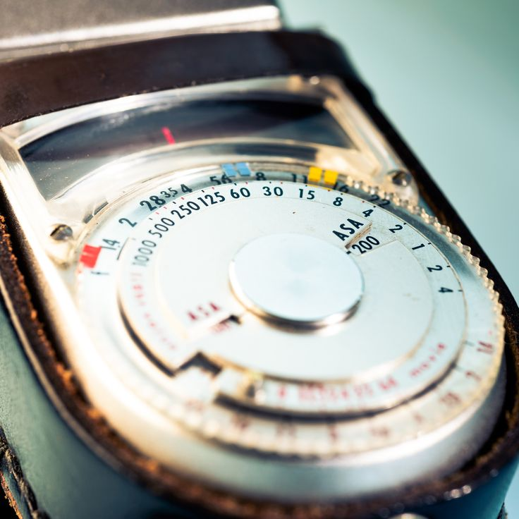 Measure - Up close to the vintage light meater Sekonic L-8