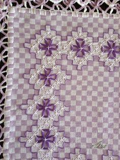 Chicken Scratch, Broderie Suisse, Swiss embroidery, Bordado espanol, Stof veranderen.                                                                                                                                                                                 More