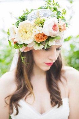 ベールの上に生花の花冠を乗せて *ウェディング 花飾りのヘッドアクセ 一覧*