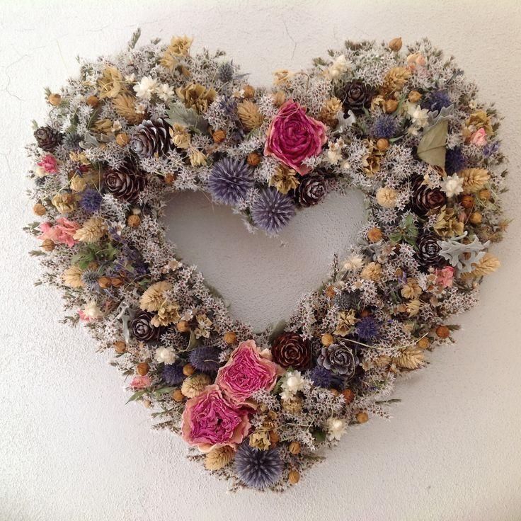 dried flowers heart
