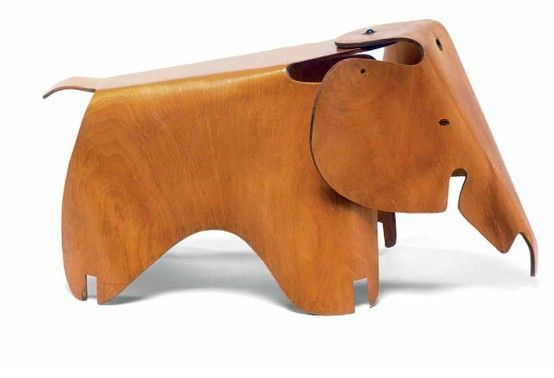 Elephant, an early version made from plywood by Charles Eames and Ray Eames,1945.