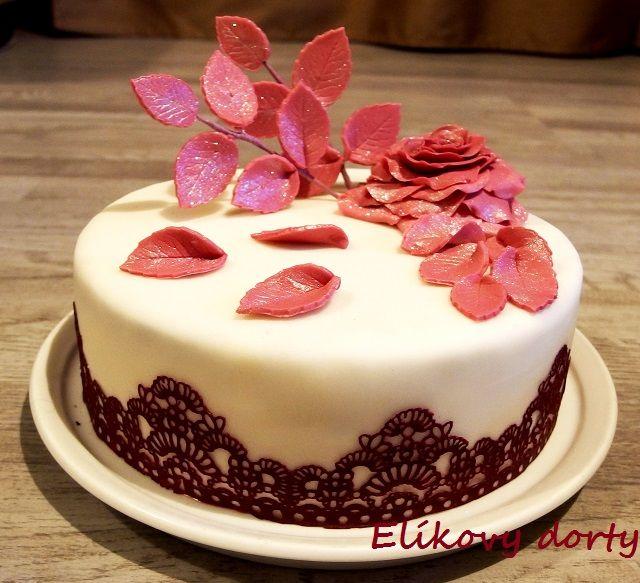 Cake with fondant rose