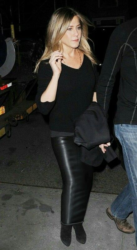 Jennifer Aniston goes out wearing a long leather look ...