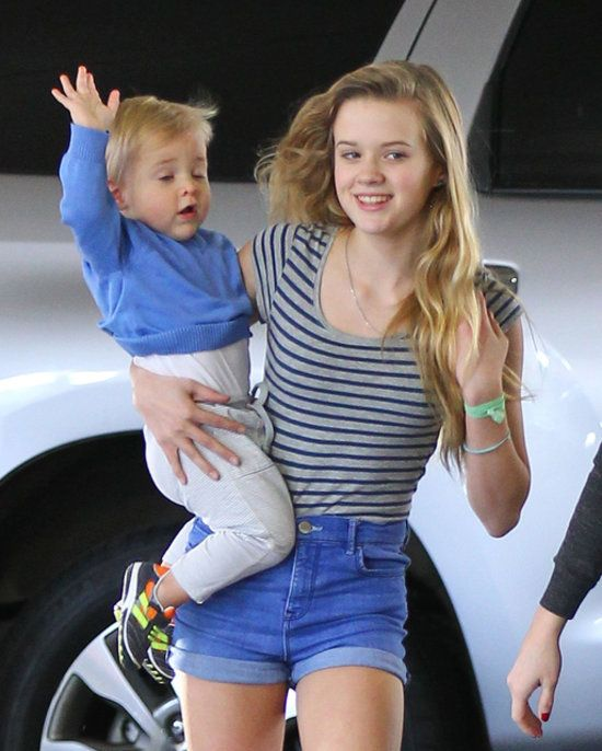 Reese Witherspoon's daughter, Ava, looks exactly like her!