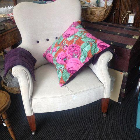 Stylish & Classic 'Vintage Pearl' Wraparound Arm Chair - ReVamp Vintage