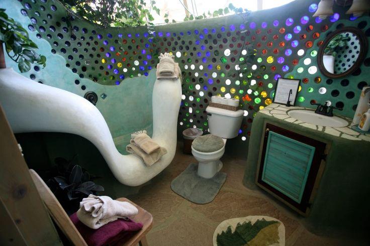 Baño hecho con materiales reciclados #bioconstruccion #permacultura #ecologia
