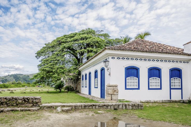 https://flic.kr/p/TvBjxj | Casas do Brasil | Uma elegante casa colonial na charmosíssima cidadezinha de Paraty.  Paraty, Rio de Janeiro, Brasil. Tenha um belo dia... :-)  ______________________________________________  Houses of Brazil  Elegant colonial house in the charming town of Paraty in the state of Rio de Janeiro.  Paraty, Brazil. Have a great day! :-)  ______________________________________________  Buy my photos at / Compre minhas fotos na Getty Images  To direct contact me / Para…