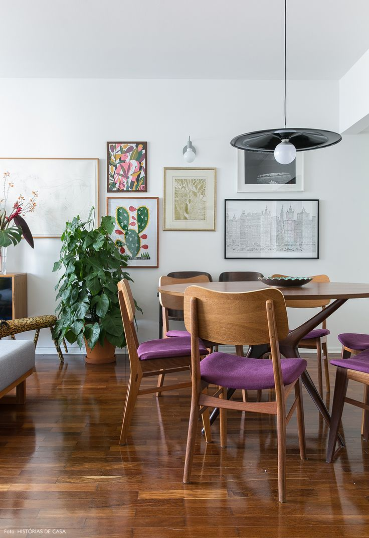 Esse apartamento alugado no bairro Sumaré reúne tudo o que os moradores gostam: cores, plantas, móveis funcionais e muitos quadros! Vem conferir.