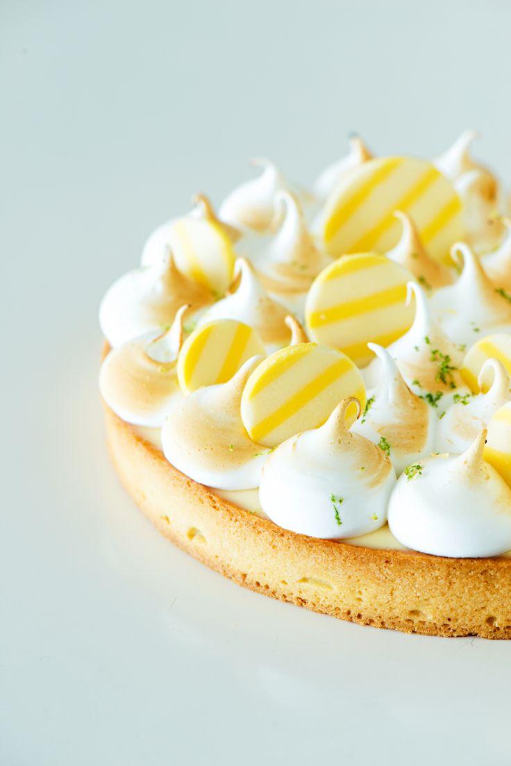 Tartaleta clasica de crema de limon y chocolate blanco y merengue suizo. Classic lemon tart with white chocolate and swiss merengue. Fotografía para @DulceCreatividad