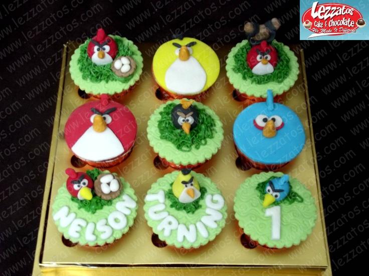 Cupcake Tema Angrybirds.  Hiasan dari fondant.