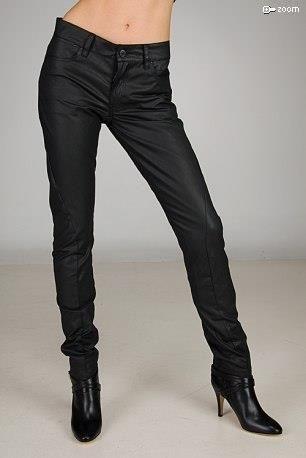 Черные узкие брюки фото