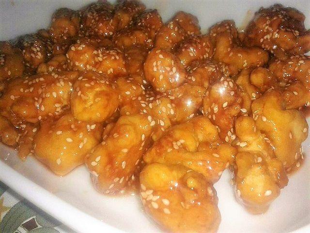 Varázslatos kínai mézes, szezámmagos csirke, készíts belőle jó sokat!