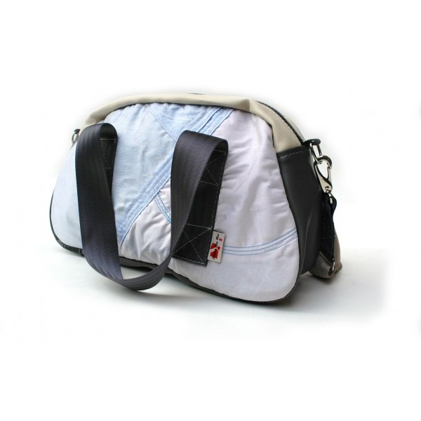 Mari Cla Ro A Toronto Based Husband Wife Team Make Bags Out Of Recycled Car Materials This Is An Airbag Bag