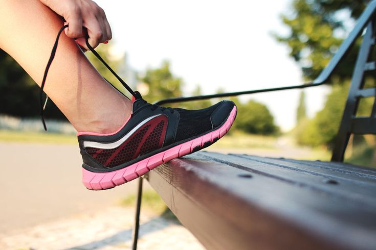 Dobra forma dla wielu z nas jest marzeniem. Nie potrafimy przyzwyczaić się do zdrowej diety, ani wytrwać w postanowieniach dotyczących uprawiana sportu. Na szczęście można to zmienić i sprawić, że owoce i warzywa, regularne ćwiczenia i odżywki białkowe staną się naszą codziennością. Zasada jest... http://blog4men.pl/jak-utrzymac-dobra-forme/