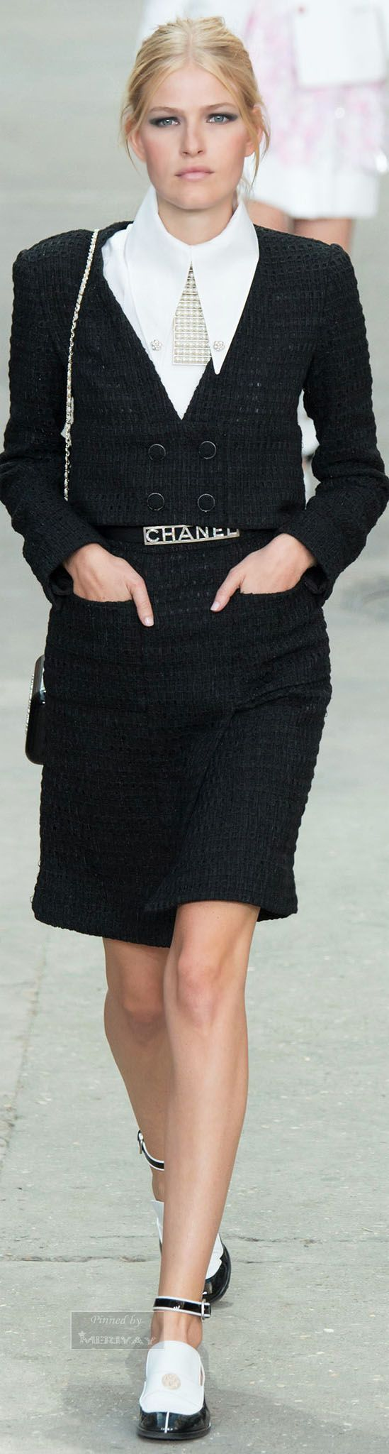 Chanel.Spring 2015. I've been waiting far too long for those big collars to come