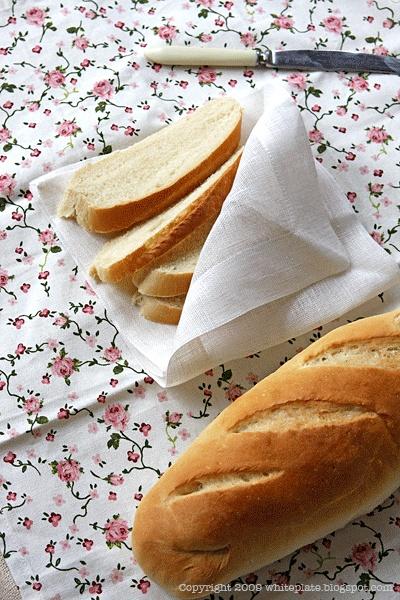 Wiosenny humus i bułka wrocławska.