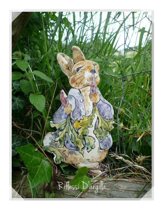 Peter rabbit - Beatrix Potter. CERAMICS DECORATIONS - HANDMADE IN ITALY #rabbiart #beatrixpotter #ceramic #handmade #creations