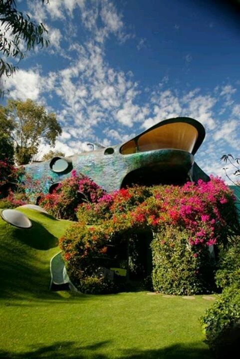 Home of Architect Javier Senosian | Mexico City. Más sobre sostenibilidad en…