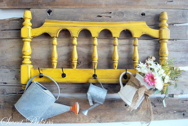 super cute repurposed yellow headboard: Decor, Yellow Headboards, Old Headboards, Coats Racks, Hooks, Gardens Tools, Cute Ideas, Beds Frames, Repurpo