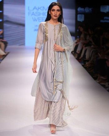 Ethnic Wear for Women: Buy Women Ethnic Wear online at Exclusively.com