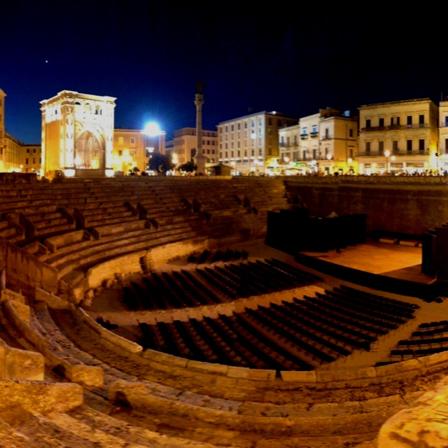 Lecce by night - Anfiteatro Romano