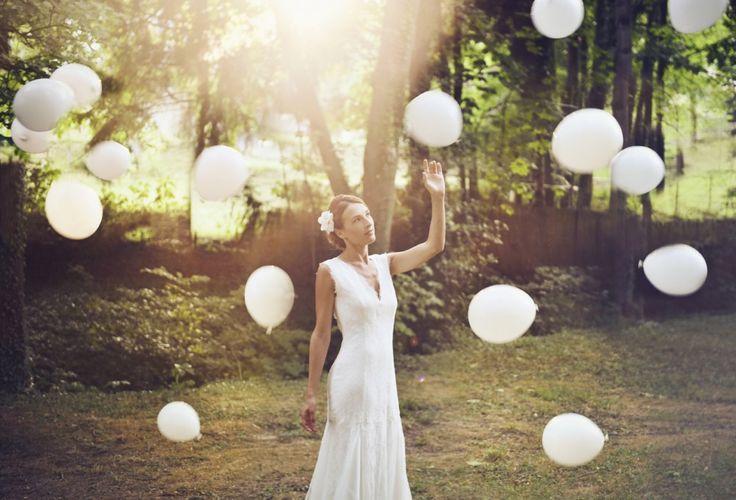 robe de mariée entièrement en dentelle de calais. Bas fluide avec bord en festons