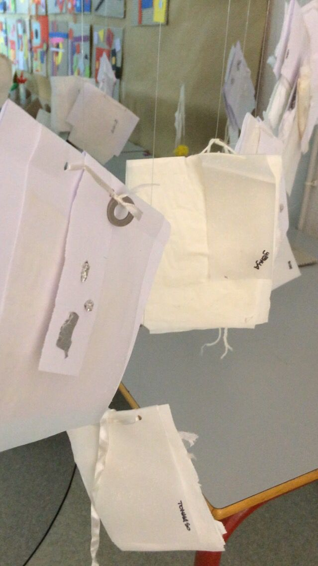 Libri illeggibili - libri bianchi Laboratorio Munari  #workshop #laboratorio #mostra #munari #brunomunari #bambini #kids