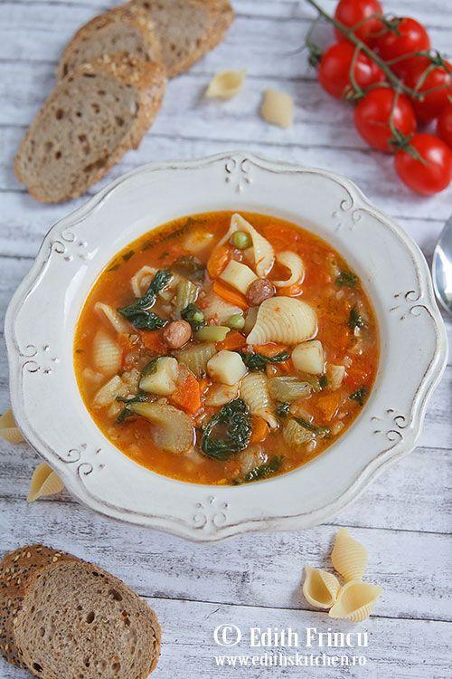 Supa minestrone - bogata in legume: morcov, cartof, pastarnac, fasole verde, mazare, fasole uscata, ceapa, paste.