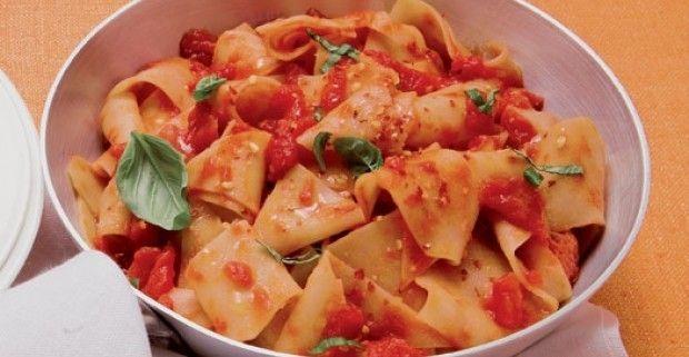 Le tacconelle o 'sagne a pèzze' , sono una delle paste più diffuse e apprezzate della regioni Abruzzo e Molise, semplici da preparare e buone da gustare. #pasta #cibo #food #tacconelle #tacconelleabruzzesi #abruzzo #molise #immobiliarecaserio