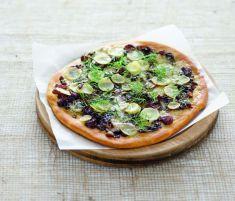 Pizza con topinambur, gorgonzola, cipolle caramellate e aneto - Tutte le ricette dalla A alla Z - Cucina Naturale - Ricette, Menu, Diete