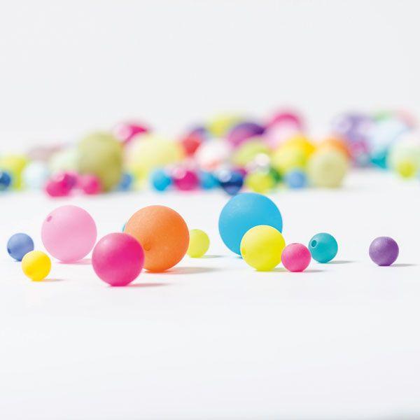 Bunte Polarisperlen in Kugelform die ideale Perle für bunte Schmuckstücke! #polarisperlen #polarisschmuck #polaris #perlen #schmuck #diyschmuck #schmuckanleitung #schmuckshop #selbstgemacht #jewelrymaking #schmuckdesign #schmuckideen #jewelryinspiration #jewelry #doityourself