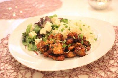 Låt dennateriyakikyckling med ris göra entré på middagsbordet♥Galet god middag på 20 minuter, både till vardag och fest.  Du behöver4 portioner4 kycklingfiléer3 dl maizena3-4 dl teriyaki sås4…
