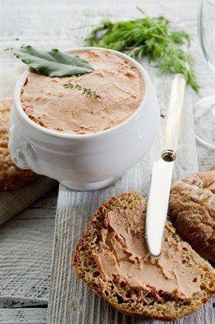 Куриный паштет 100 гр = 113 ккал  Ингредиенты: Куриная грудка 4 штуки Сливки 250 мл Яичный белок 3 штуки Специи по вкусу  Пиготовление: 1. С грудок удалите кожицу, жир и дважды пропустите через мясорубку.  2. Переложите фарш в миску и залейте ледяной водой. Затем добавьте взбитые яичные белки и охлажденные сливки. Хорошенько перемешайте и добавьте специи.  3. Переложите массу в глиняный горшок, накрыв его промасленным пергаментом, и закрыв сверху фольгой. 4. Поставьте горшок в кастрюлю с…