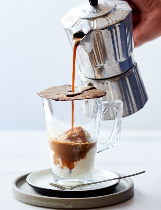 DIY affogato with melting chocolate - A great grown up dessert