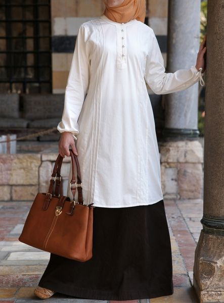 This sweet tunic has a traditional cut and subtle ethnic overtones. Featuring understated pintucking details on the front and back, it's a great wardrobe basic. Note: This product requires 3 working days processing time before it is shipped.