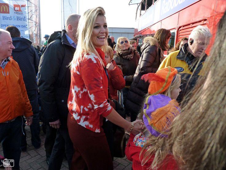 Prinses Máxima met dochters tijdens intocht Sinterklaas in ...