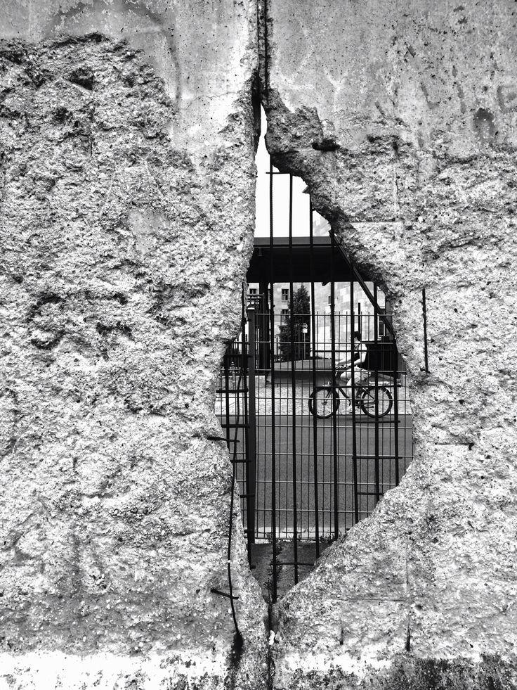 Berlin wall #mauer  | < 450° https://de.pinterest.com/nielbarber/the-cold-war-1980-1986/