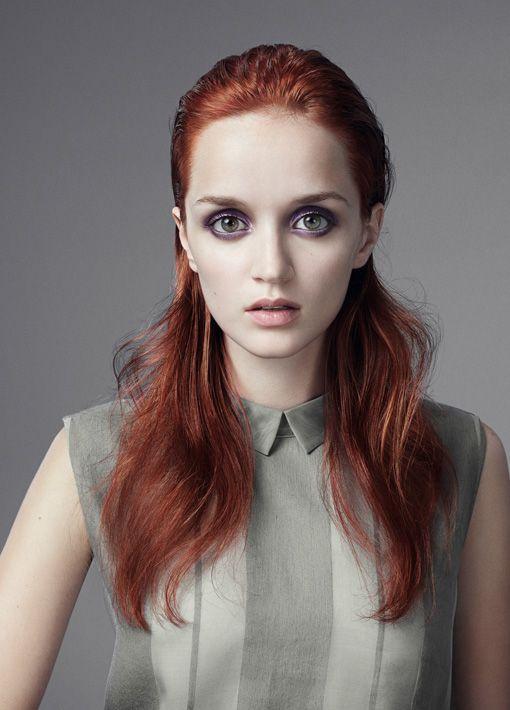 Sleek Look für lange Haare #frisuren #hairstyles #red #hair #haare #styling #trendlook
